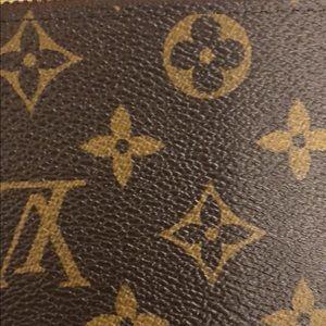 Louis Vuitton Zip around wallet